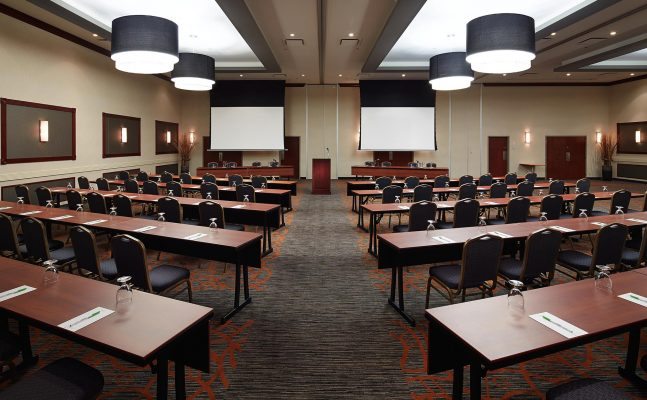 Courtyard By Marriott Montreal Airport Conference Room