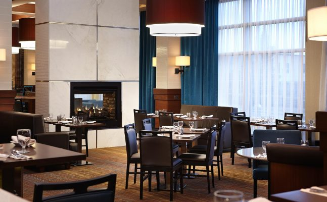 Courtyard By Marriott Montreal Airport Restaurant