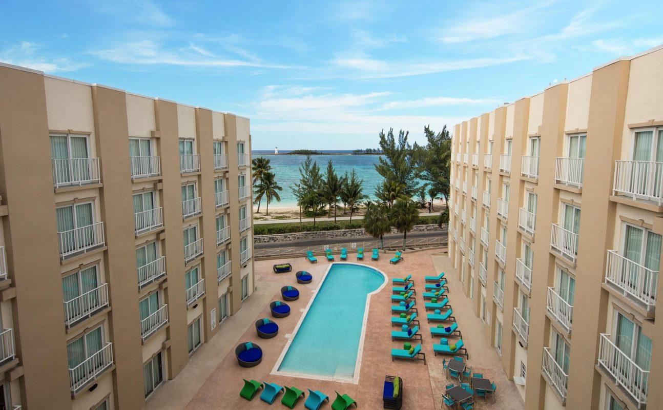Courtyard By Marriott Nassau Downtown Pool