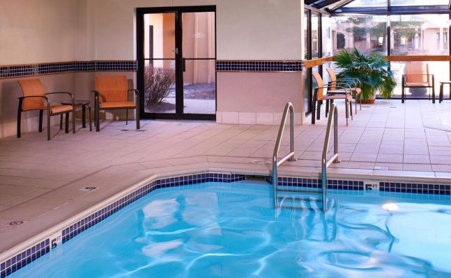 Courtyard By Marriott Dayton Pool