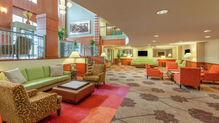 Hgi Pittsburgh Lobby Lounge
